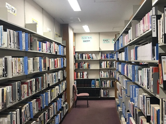 守屋図書館 地下図書フロア