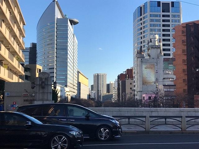 大鳥神社 目黒新橋からのビル街