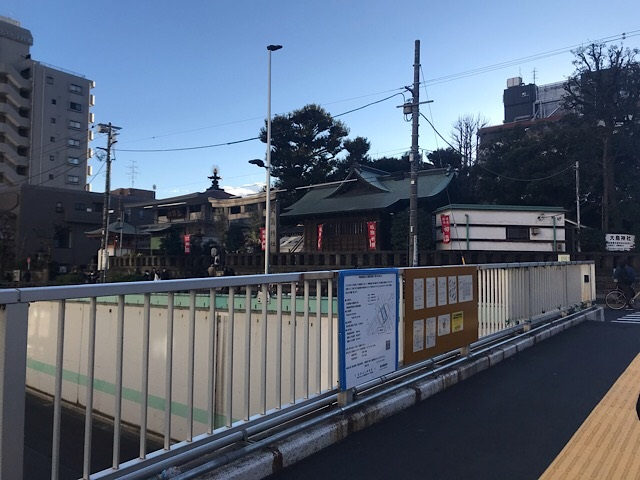 大鳥神社 歩道橋から見た姿